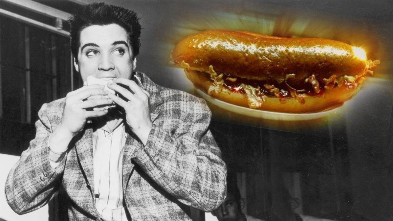 """Elvis Presley degustando el """"Fool's Gold"""" u """"Oro de los pobres""""   Foto:cedoc"""