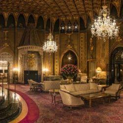 En el interior se levantan 126 habitaciones a todo lujo.