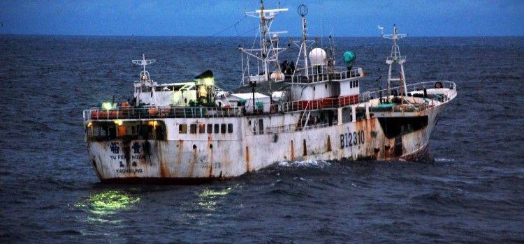 Durante el 2020, cientos de buques acecharon las costas de Ecuador, Colombia, Perú y Chile