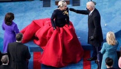 Lady Gaga deslumbró en toma de posesión de Joe Biden con un Schiaparelli.