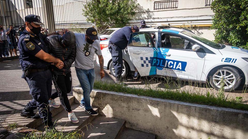Los dos detenidos por agredir a botellazos a un joven en un boliche de la ciudad de Mar del Plata fueron trasladados esta mañana a los tribunales de la localidad balnearia para declarar ante el fiscal del caso, y el abogado de la víctima adelantó que pedirá que se los impute por tentativa de homicidio.