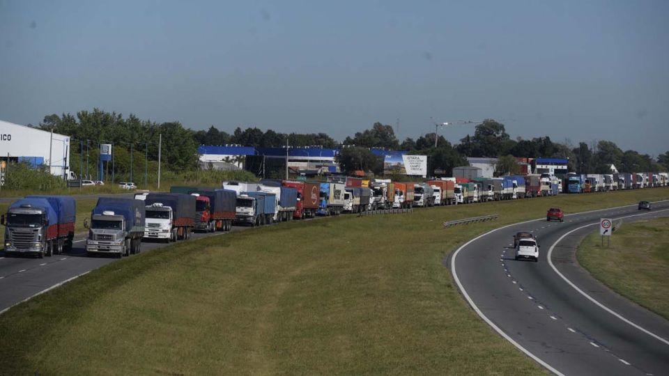 Paro de transportistas, cortes en autopista a Buenos Aires y otros puntos de Santa Fe.