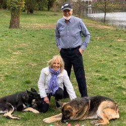 La flamante familia presidencial junto a sus dos fieles mascotas: Champ y Major.