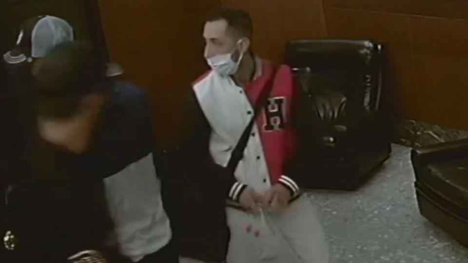 Uno de los ladrones que entró al departamento de José Sanfilippo.