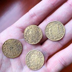 Solo cuatro de las 7.000 monedas eran de oro, el resto, de plata.