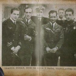 La tripulación estaba compuesta por el comandante Ramón Franco, el capitán Julio Ruiz de Alda, el teniente de navío Juan Manuel Durán y por el mecánico Pablo Rada, todos de nacionalidad española.