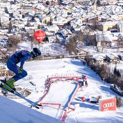 Bryce Bennett, de EE. UU., Compite durante el evento de descenso masculino en la Copa del Mundo de Esquí Alpino FIS, también conocida como carrera Hahnenkamm, en Kitzbuehel, Austria. | Foto:Johann Groder / varias fuentes / AFP