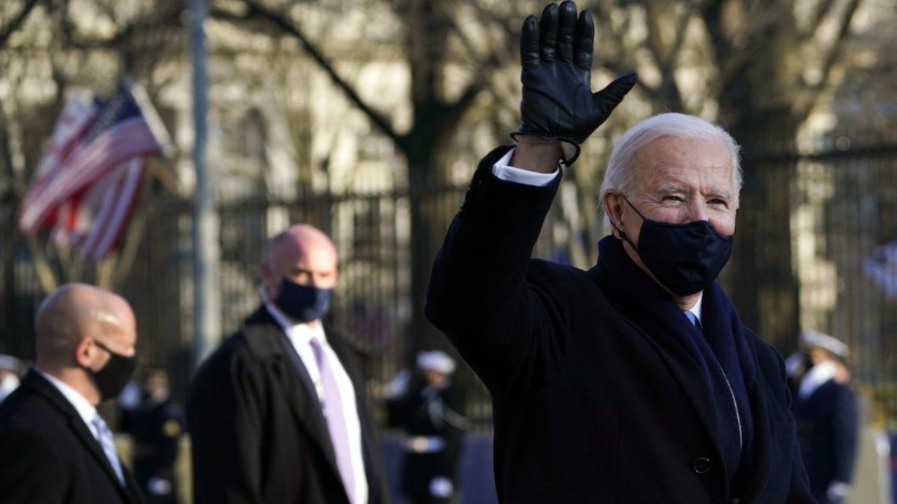 Biden seguido de cerca por el Servicio Secreto.  | Foto:CEDOC