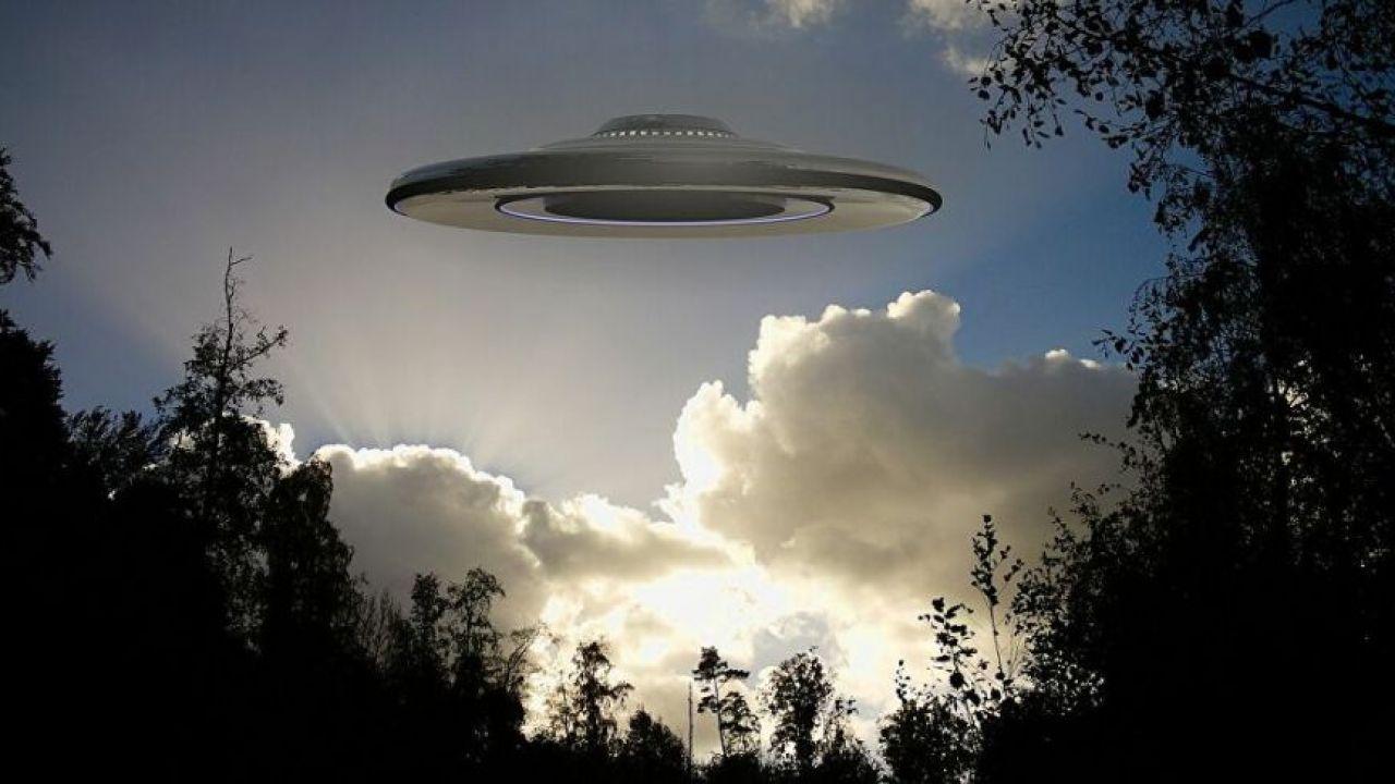 Representación de OVNI volando en los bosques | Foto:CEDOC