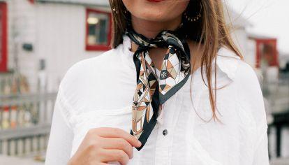 Moda para mayores de 50: las 5 ideas infalibles para usar pañuelo y sumar estilo