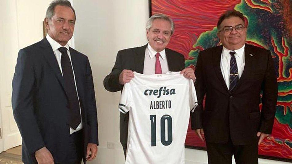 El presidente Alberto Fernández, junto al secretario de Asuntos Estratégicos de Brasil (SAE) Flavio Viana Rocha, y el embajador Daniel Scioli.