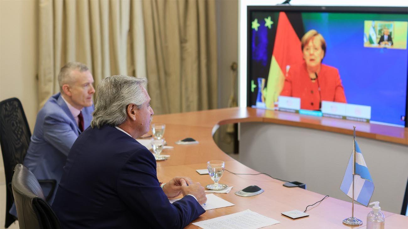 El presidente mantuvo una comunicación con la canciller alemana, Angela MerkeL
