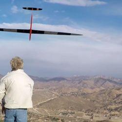 La técnica de Dynamic Soaring consiste en que la aeronave tome la cortante para pasar de una masa de aire a otra mediante una trayectoria circular de 180°.