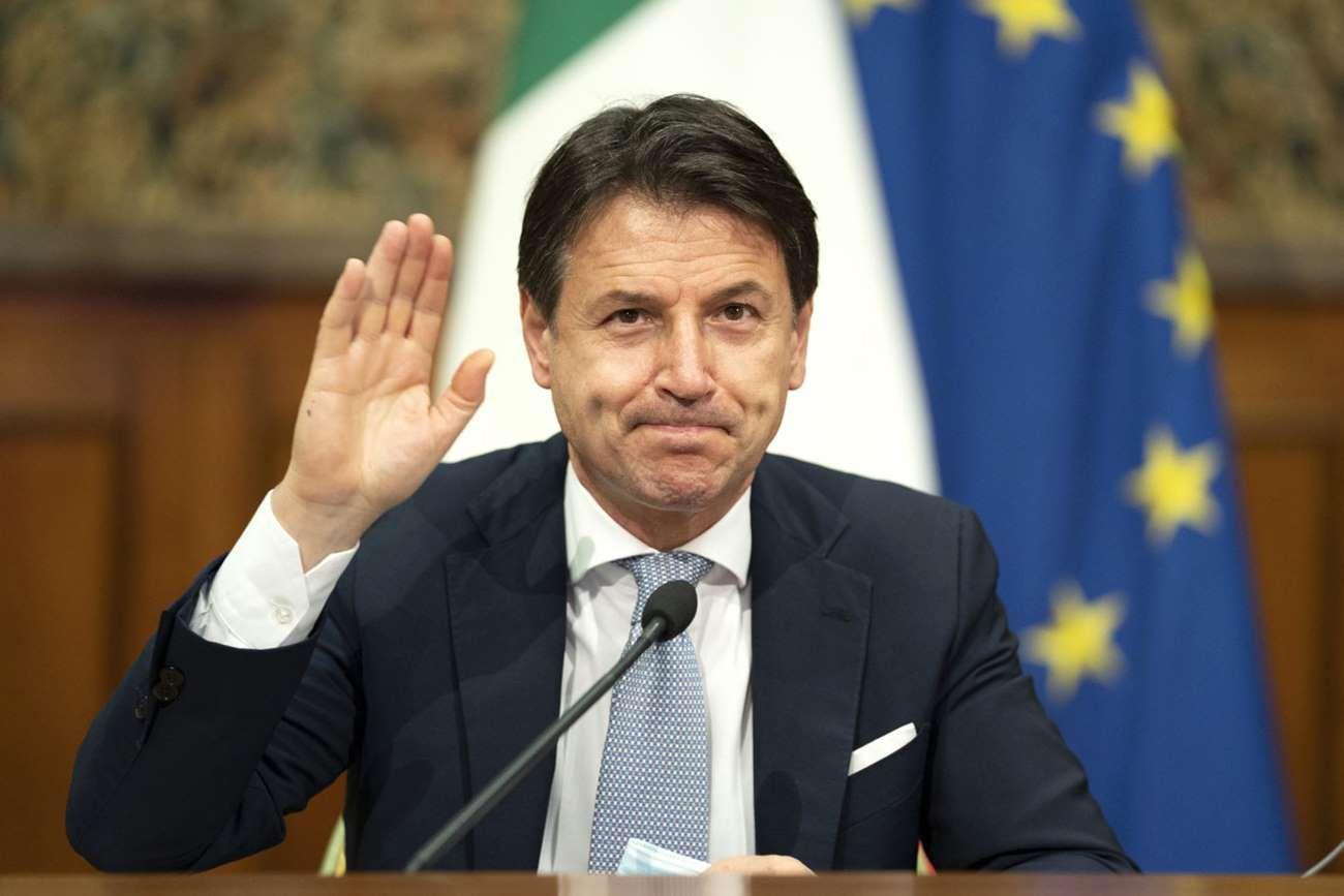 El premier presentó su renuncia ante la falta de apoyo en el Parlamento.