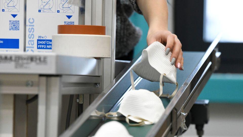 Alemania y Austria prohiben los tapabocas de tela.