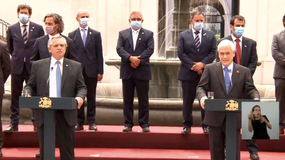 Alberto Fernández junto a Sebastián Piñera durante la conferencia de prensa.