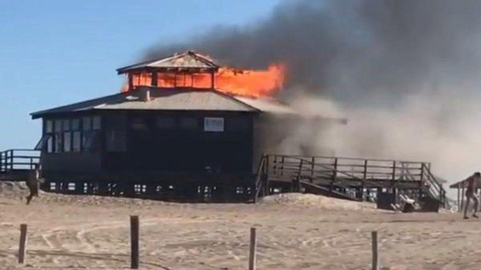 incendio parador Pinamar 20210126