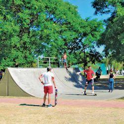 Parque Saint Tropez con sus pistas de deportes extremos.