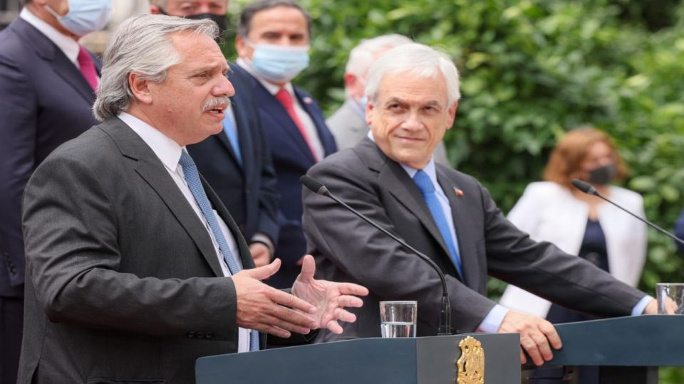 El presidente Alberto Fernández realiza su primera visita de Estado en plena pandemia, a Chile.