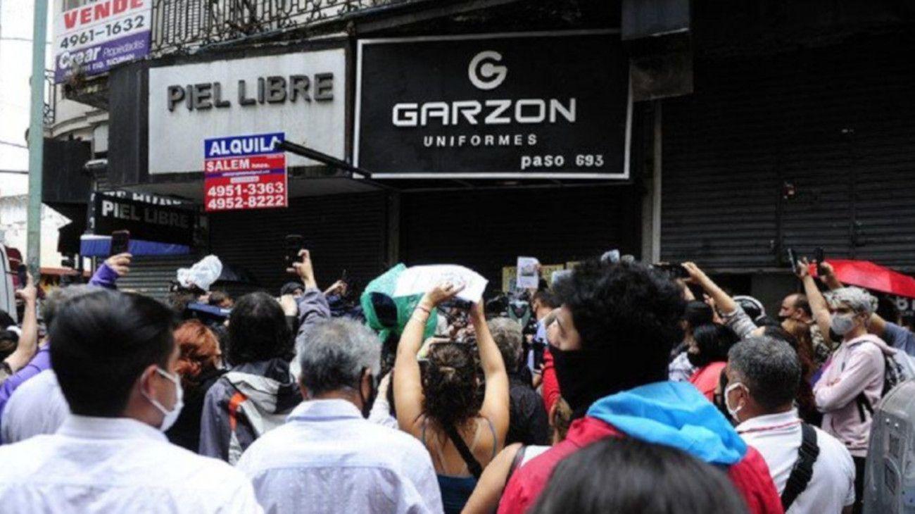 Uniformes Garzón, el local de Balvanera donde una joven fue abusada sexualmente.