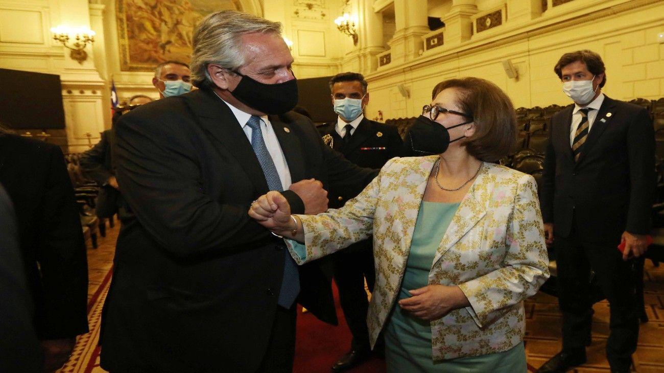 En su visita de Estado, Fernández se reunió con la presidenta del Senado, Adriana Muñoz.