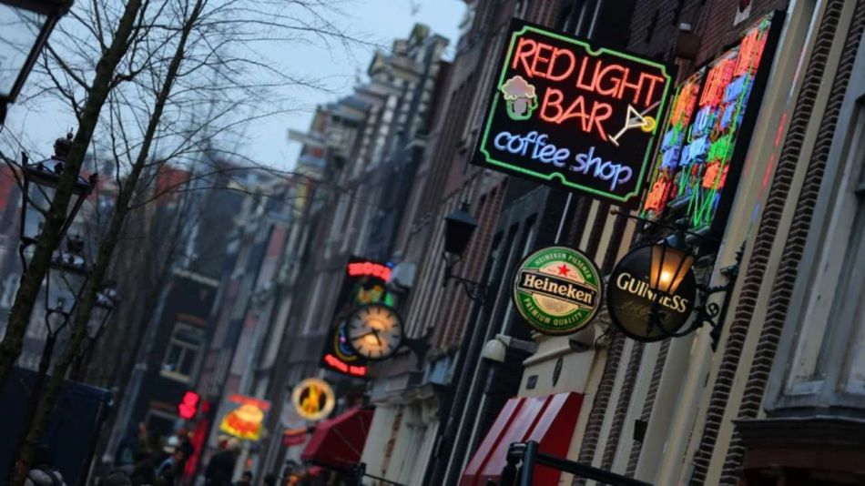Turistas: Ámsterdam quiere prohibirles la entrada a los coffee shops