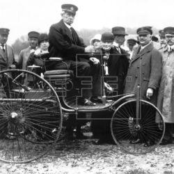Benz dio de alta a su revolucionario vehículo de tres ruedas con el número DRP 37435.