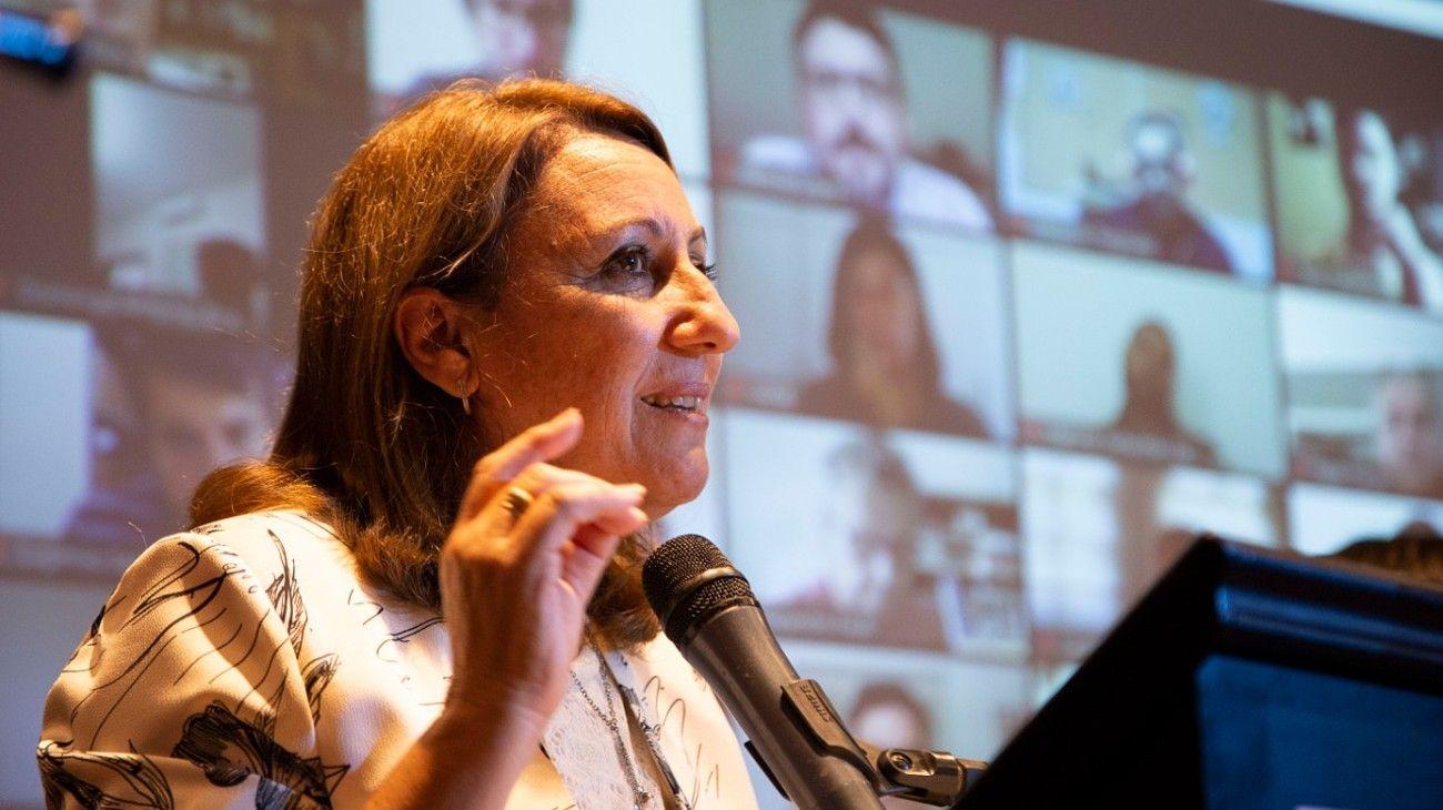 Mónica Fein, en la reunión del Partido Socialista en Buenos Aires.