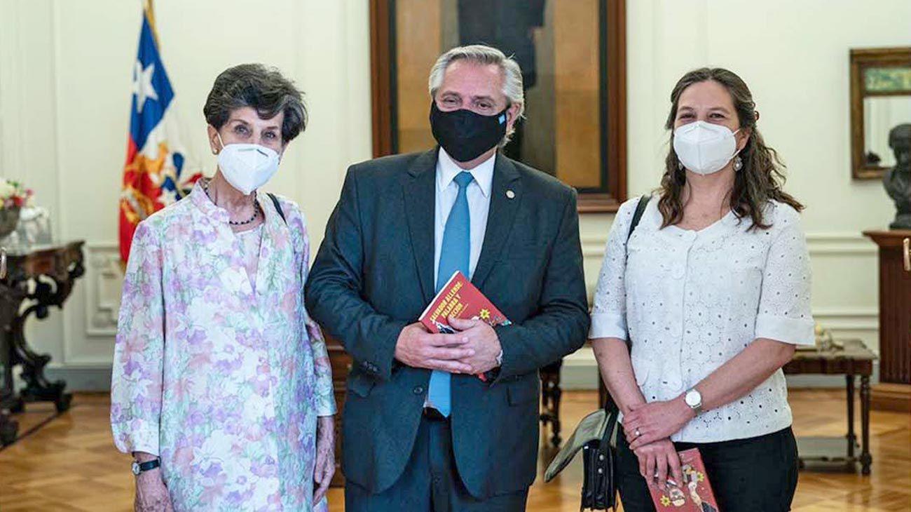 Memoria. La senadora y su hija guiaron al Presidente por los espacios que evocan a Salvador Allende.