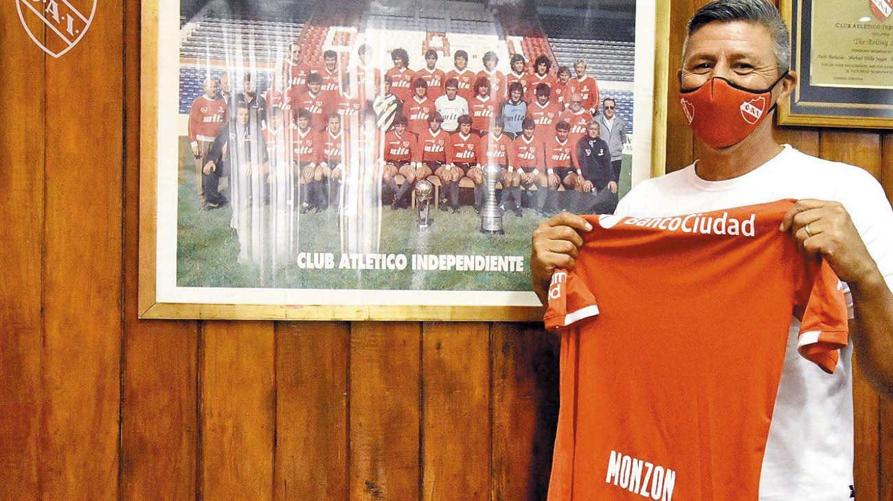 Volvió. Monzón regresó a Independiente. Un personaje que se agarraba a las piñas para defender a sus compañeros.