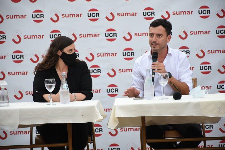CANDIDATOS. Rodrigo De Loredo, junto a la intendenta de Monte Cristo, Verónica Gazzoni, lanzó su candidatura para presidir la UCR.