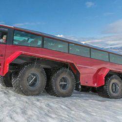 Este colectivo de 8 ruedas fue diseñado para fines turísticos, para que la nieve ni ningún obstáculo arruine el día de los turistas deseosos de aventura.