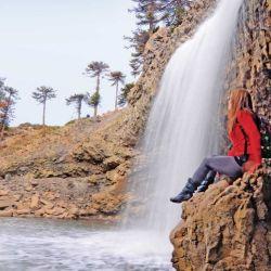 En la cascada Culebra se puede pasar bajo el salto sin mojarse.