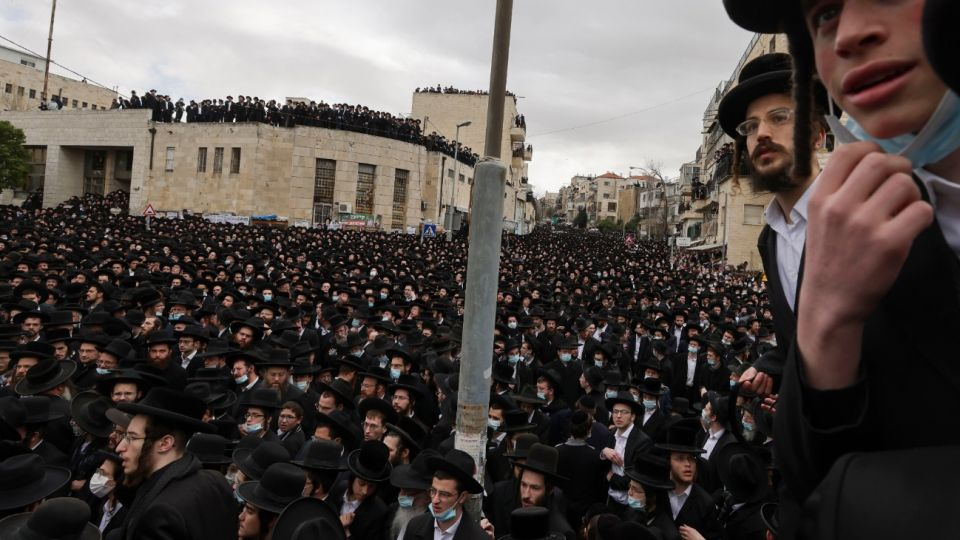 Miles de personas asistieron al funeral del rabino Meshulam Dovid Soloveitchik.