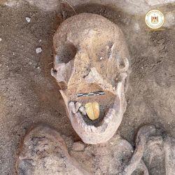 Las momias estaban cubiertas con restos de cartonaje dorado.