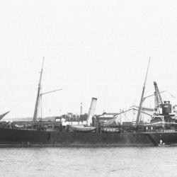 El histórico avión de la Escuela Navaló realizó su proeza a bordo del buque ARA Primero de Mayo.