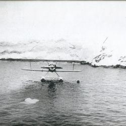 El 16 de enero, el buque Primero de Mayo ave zarpó del puerto de Buenos Aires con el avión Stearman a bordo.