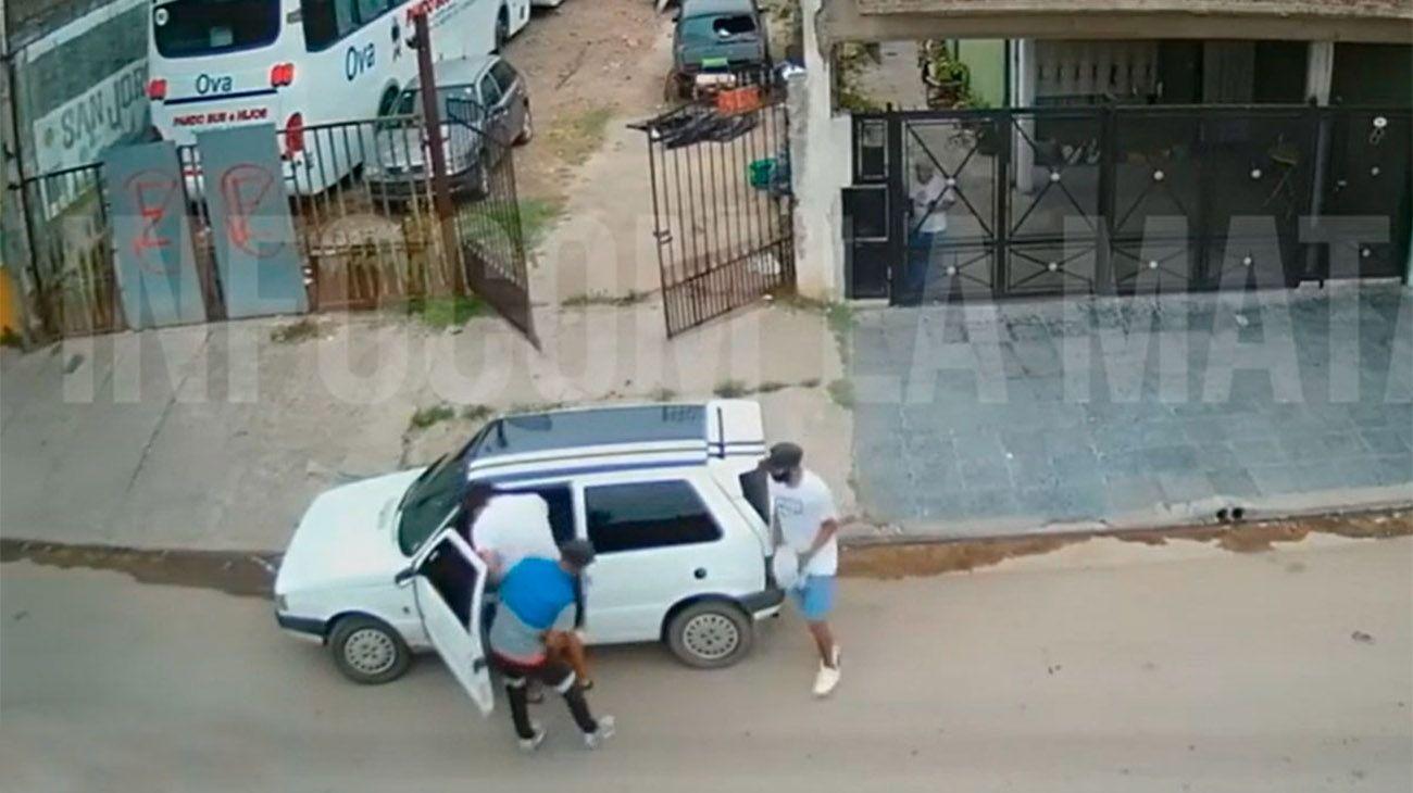 En Laferrere, delincuentes armados y totalmente al voleo se robaron el auto de un laburante, auto que abandonaron porque no tenia nafta