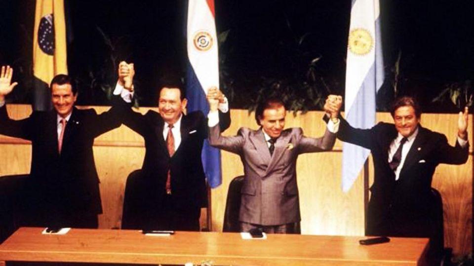 Los representantes Collor de Mello de Brasil; Rodríguez de Paraguay; Menem de Argentina; y Lacalle Uruguay.