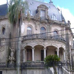 El palacio fue construido a pedido de Arruabarrena tras un viaje por Francia.