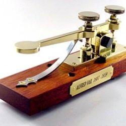 Morse presentó públicamente su primer telégrafo el 6 de febrero de 1833.