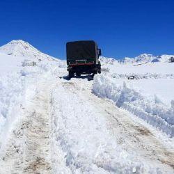Efectivos del Escuadrón 28 Tunuyán de Gendarmería Nacional, junto a Guardaparques y Vialidad Provincial, realizaron un espectacular operativo para rescatar a las personas en la montaña.