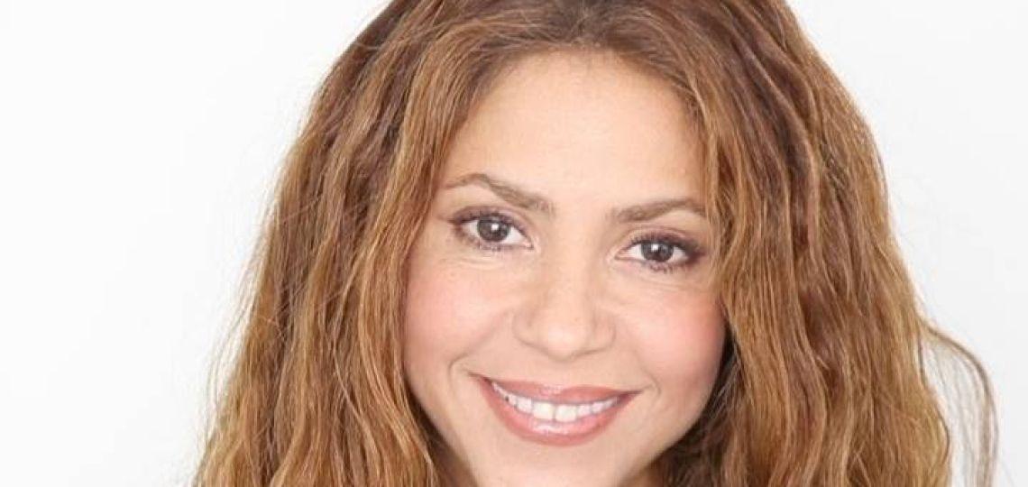 Shakira con nuevo look: rosa, ondas y actitud