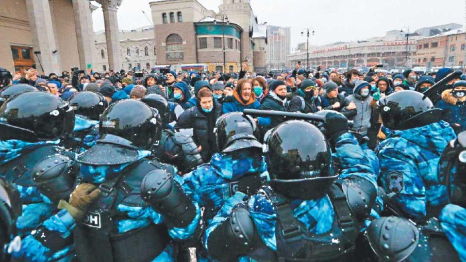 Protestas.  Moscú acusó a diplomáticos europeos de participar.