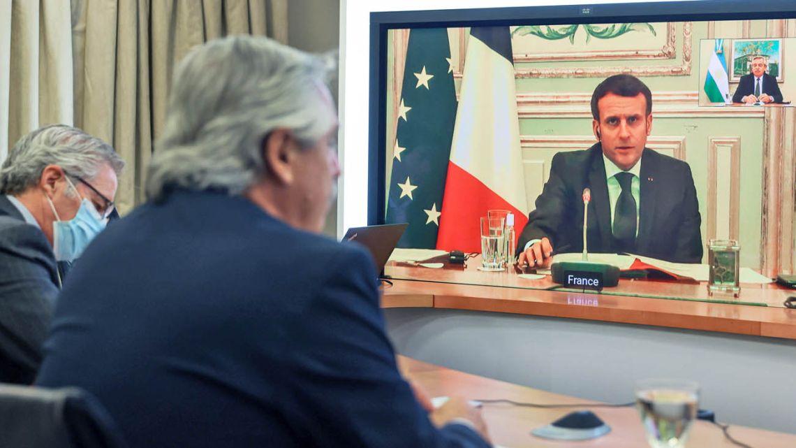 President Alberto Fernandez talking to President Macron.