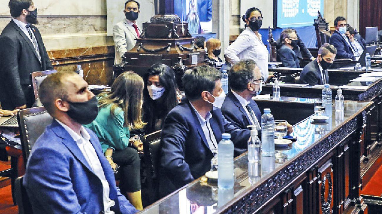 Impuesto a la riqueza. El ministro Guzmán presenció la sanción de la ley, que ya se reglamentó.