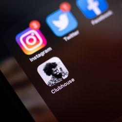 """Clubhouse, una app que nació en pandemia y se apoya en dos conceptos de época: la """"conversación"""" y lo """"exclusivo""""."""
