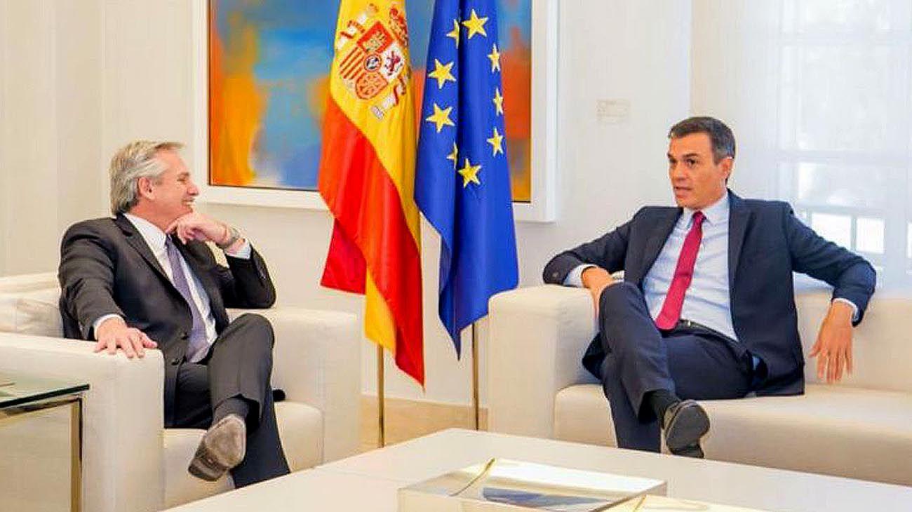 Alberto Fernández con Pedro Sánchez