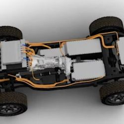 Según las imágenes, todo da a entender que contará con tres paquetes de baterías conectados a un motor eléctrico ubicado en el eje delantero.