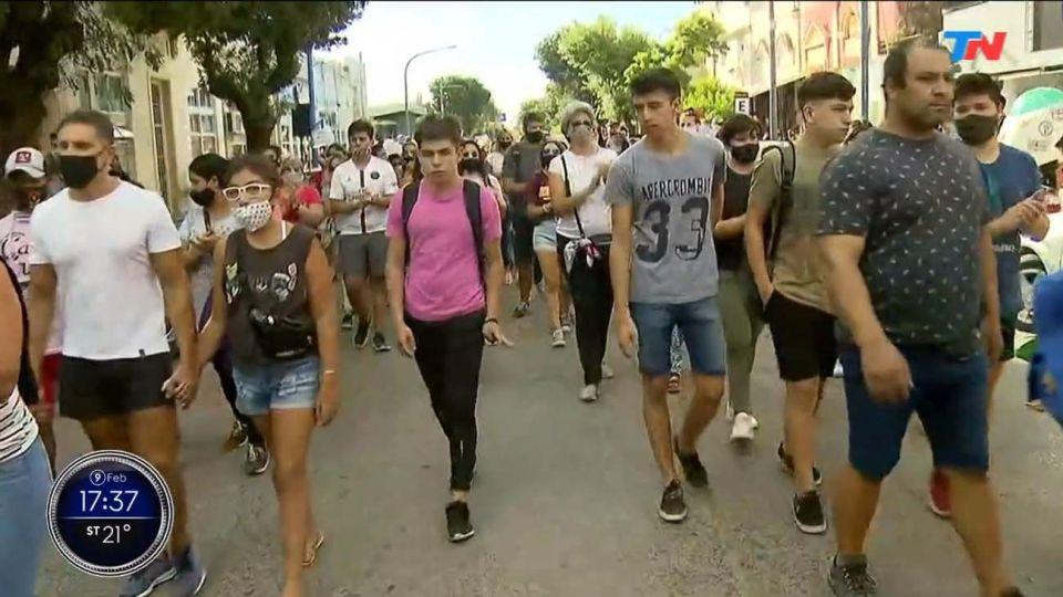 Marcha en Rojas por el femicidio de Úrsula.